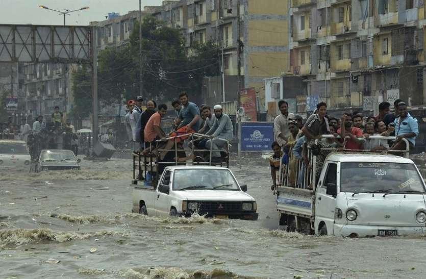 पाकिस्तान में भारी बारिश के चलते अबतक 42 की गई जान, करंट लगने के कारण हुई सबसे अधिक मौतें