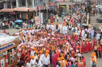 सिर पर पखड़ी, हाथों में तिरंगा, देशभक्ति गीत के साथ राठौर समाज ने निकाली शोभायात्रा