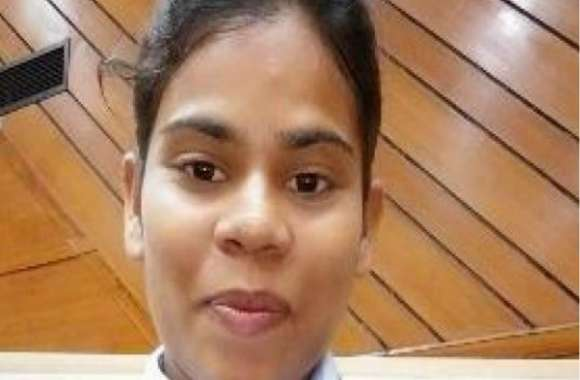 प्रतापगढ़ में फुटपाथ पर जूते बेचने वाले राम आसरे की बेटी खुशबू ने चीन में जीता सोना