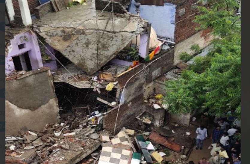 जयपुर में राहत के साथ आफत लाई तेज बारिश, अचानक ढह गया मकान, मलबे में दबे कई लोग