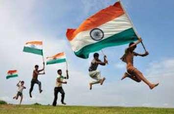 Independence day: राष्ट्रीय ध्वज तिरंगा फहराते समय इन 10 जरूरी बातों को कभी न भूलें, जानें क्या हैं नियम
