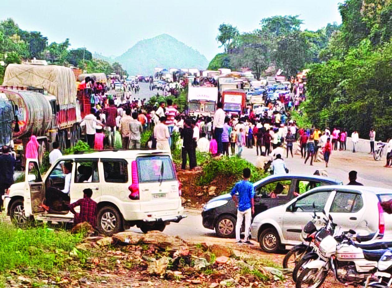 VIDEO : एएसपी सहित 15 पुलिसकर्मी घायल, पैंथर के हमले के बाद ग्रामीणों का हमला