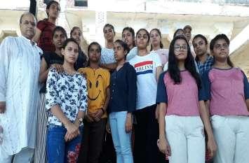 Raakhi Festival- स्कूल की बालिकाएं सरहद पर सैनिकों के बांधेंगी राखियां