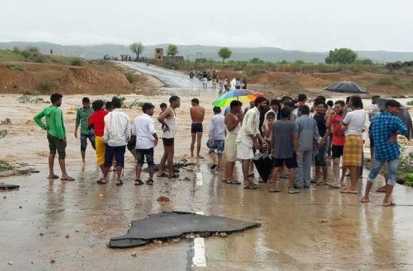मौसम विभाग की चेतावनी के बाद यहां मूसलाधार, उफने नदी नाले, घरों में घुसा पानी, फिर से भारी बारिश का अलर्ट