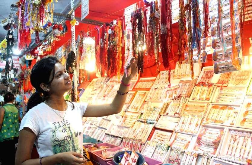 बहनों को खूब लुभा रही हैं मोदी की तस्वीरों वाली राखियां, रक्षाबंधन और स्वतंत्रता दिवस को लेकर बाजार में बढ़ी चहल-पहल