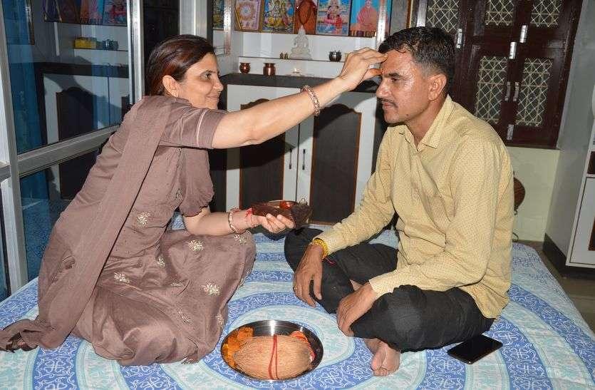 Raksha Bandhan Special Story : सीकर निवासी एक बहन ने शादी के बाद गृहस्थी के साथ अपने इकलौते भाई को जीवनदान देकर इस रिश्ते की मिसाल पेश की है।