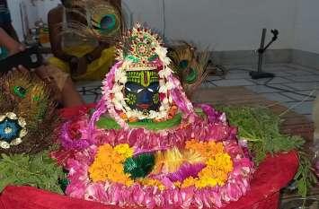 भगवान शिव का किया विशेष शृंगार