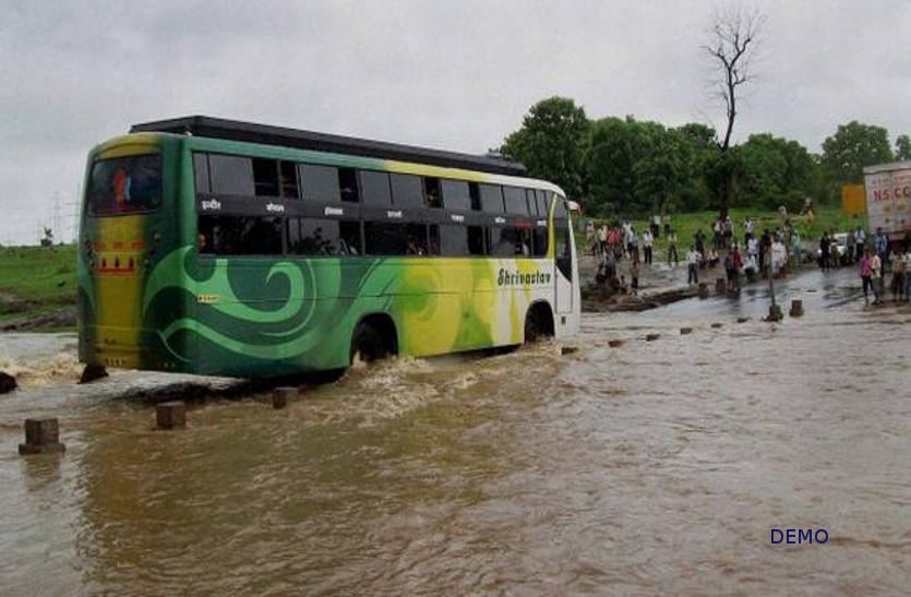 MP : 24 घंटे लगातार बारिश से उफान पर नदी-नाले, भोपाल से इन मार्गों के बस सेवा प्रभावित