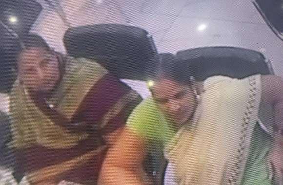Video - दो महिलाओं ने ज्वेलरी की दुकान से की जेवर की चोरी, करें पहचान और बचाएं अपनी दुकान को
