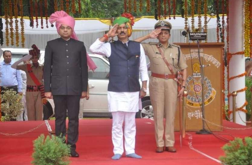 Independence Day : इंदौर में स्वास्थ्य मंत्री तुलसी सिलावट ने फहराया तिरंगा, अधिकारी-कर्मचारी पुरस्कृत, देखें VIDEO