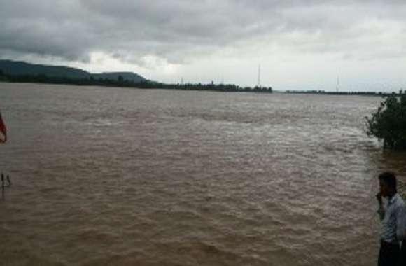 उफान पर नर्मदा, चौबीस घंटों मेंं बढ़ गया नौ फीट पानी