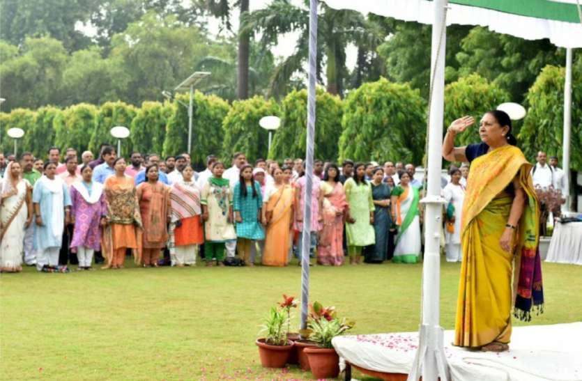 UP Top News : यूपी में धूमधाम से मनाया जा रहा स्वतंत्रता दिवस और रक्षाबंधन का त्यौहार, डीजीपी समेत 809 को अति उत्कृष्ट सेवा पदक
