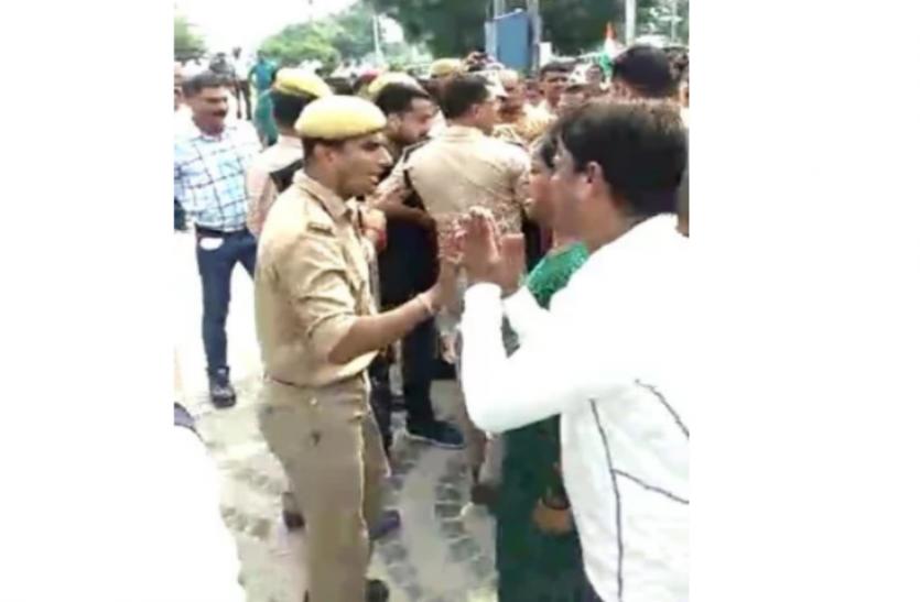 भाजपा नेता ने किया घर खरीददारों का नेतृत्व, पुलिस ने भांजी लाठियां