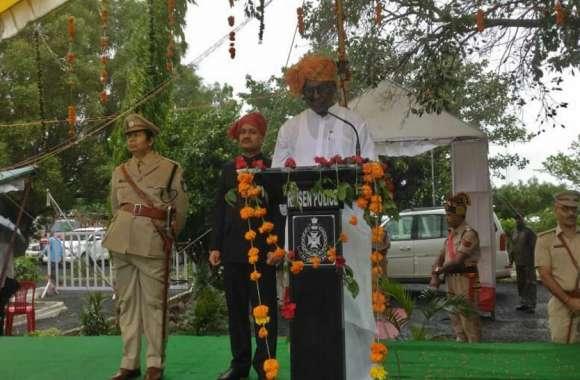 Independence day 2019 : स्कूल शिक्षा मंत्री डॉ प्रभुराम चौधरी ने झंडा वंदन किया