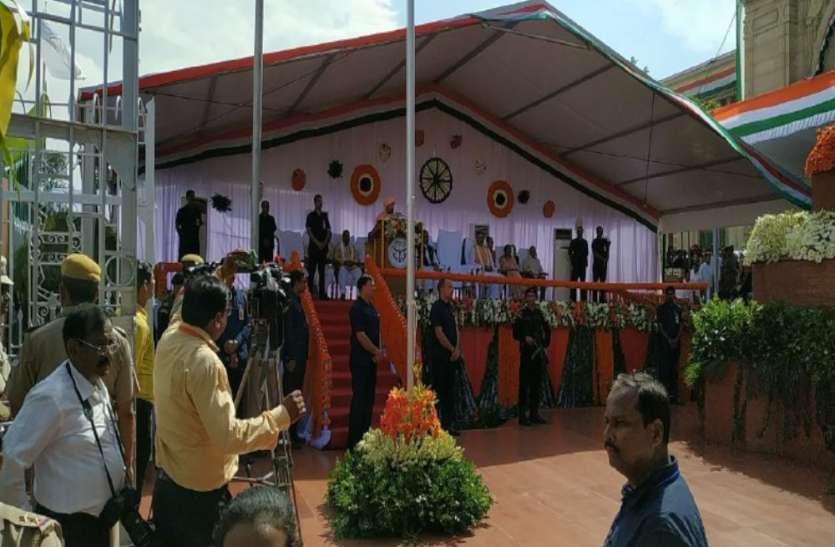 Independence Day पर सीएम योगी ने लिया बड़ा संकल्प, कहा- कश्मीरी भाई-बहनों की जिंदगी में आज नया सवेरा, राज्यपाल ने भी दी बधाई