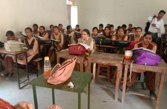 श्रीगंगानगर में शिक्षा मंत्री ने खुद तोड़ा स्कूल का अनुशासन