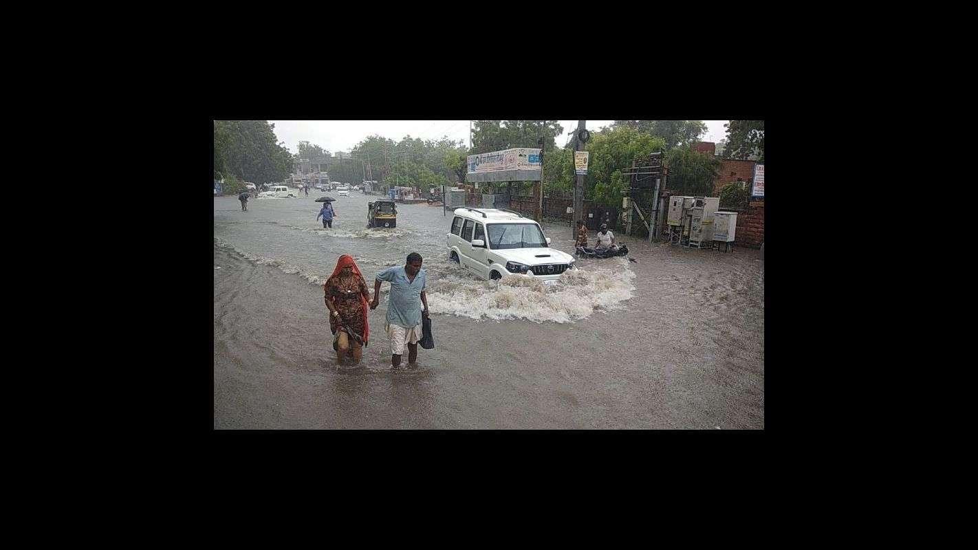 Troubled people on torrential rains in Jodhpur