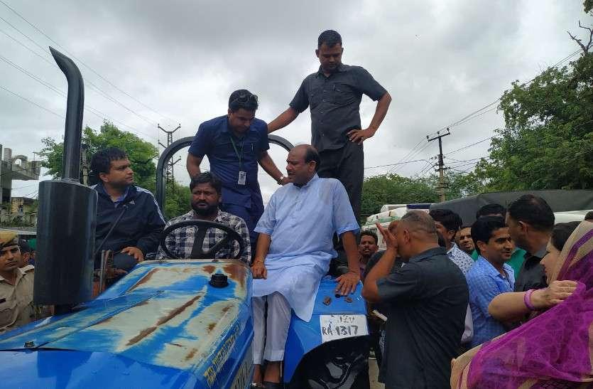 लोकसभा अध्यक्ष ओम बिरला के संसदीय क्षेत्र में बाढ़, पूरे लवाजमे के साथ लेने पहुंचे राहत कार्य का जायजा