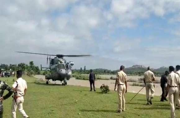 सेना के हेलीकॉप्टर की मदद से निकाले बेतवा में फंसे तीन चरवाहे