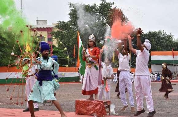 तस्वीरों में देखिए स्वतंत्रता दिवस की 73वीं वर्षगांठ.