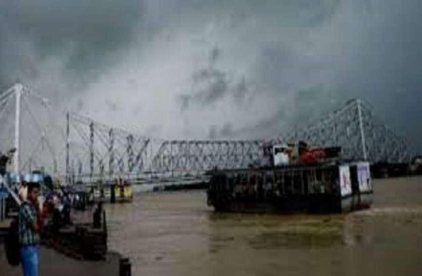 बांग्लादेश में चक्रवात से बंगाल में तेज बारिश, विक्टोरिया में वज्रपात से युवक की मौत