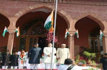 Independence day अलीगढ़ मुस्लिम विश्वविद्यालय में शान से फहराया तिरंगा, कुलपति ने आपराधिक तत्वों को दी ये चेतावनी