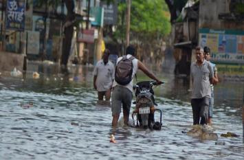 बलरामपुर इलाके आई बाढ़, तराई क्षेत्र के एक दर्जन मार्गों में आई दरार
