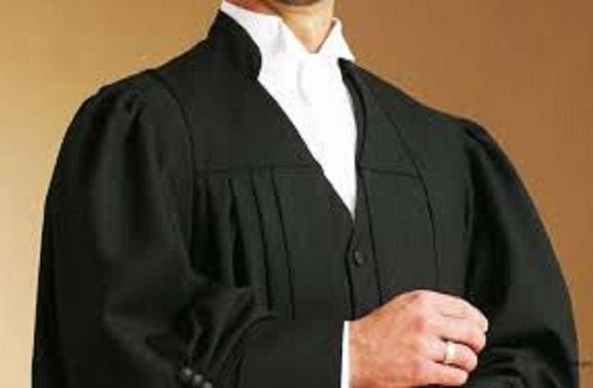 ...तो इसलिए वकील पहनते हैं काला कोट और सफेद रंग की शर्ट