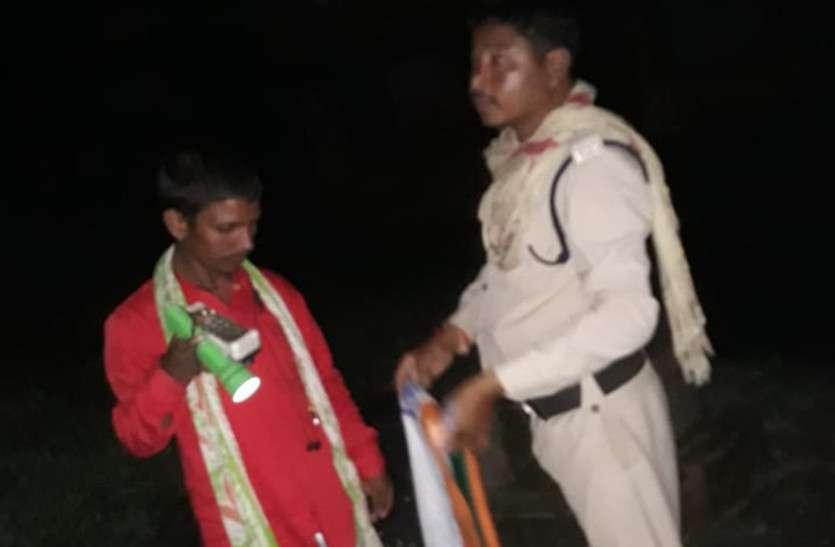 कटघरी ग्राम पंचायत में हुआ तिरंगे का अपमान, तो पुलिस ने देर रात किया ये काम