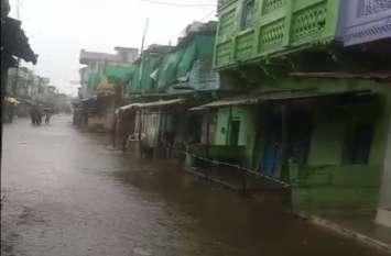 भारी बारिश से जनपद हुआ पानी-पानी, देखें वीडियो