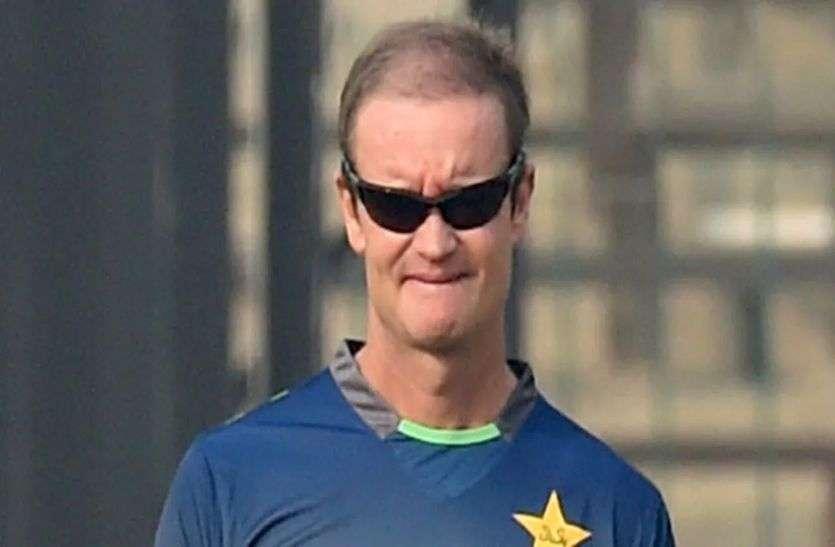 पाकिस्तान के पूर्व बल्लेबाजी कोच ग्रांट फ्लावर ने कहा कि वहां काम करने की आजादी नहीं