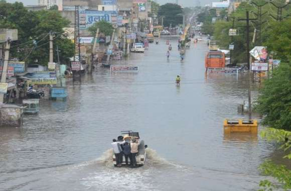 झमाझम बारिश के बाद शहर हुआ पानी पानी, मौसम विभाग ने दी भारी बारिश की चेतावनी