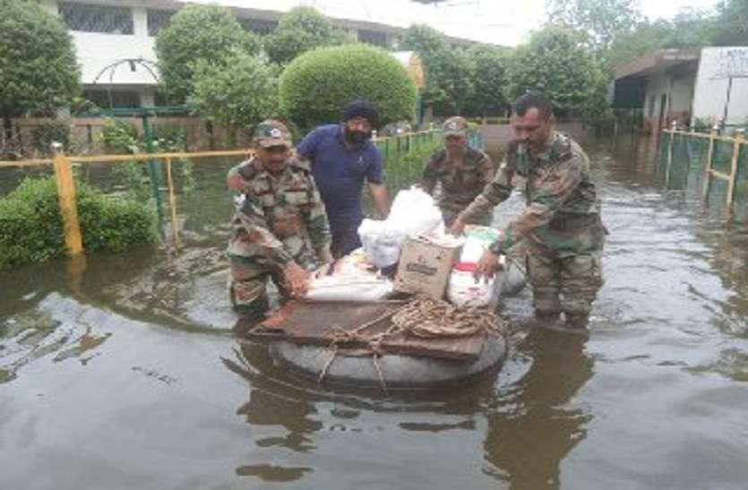 कोटा बैराज से हाई अलर्ट, 48 घंटों की बारिश से कई बस्तियां थर थर्राई, जन जीवन बेपटरी, 181 मंदबुद्धि लोग फंसे, टायर बन रहे तारणहार