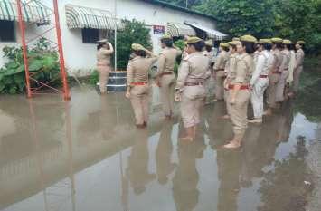 महिला पुलिसकर्मियों ने 15 अगस्त को कुछ ऐसे दी तिरंगे को सलामी कि हो गया वायरल