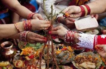 कजरी तीज के मौके पर हजारों श्रद्धालुओं ने शिव मंदिरों में किया जलाभिषेक, देखें वीडियो