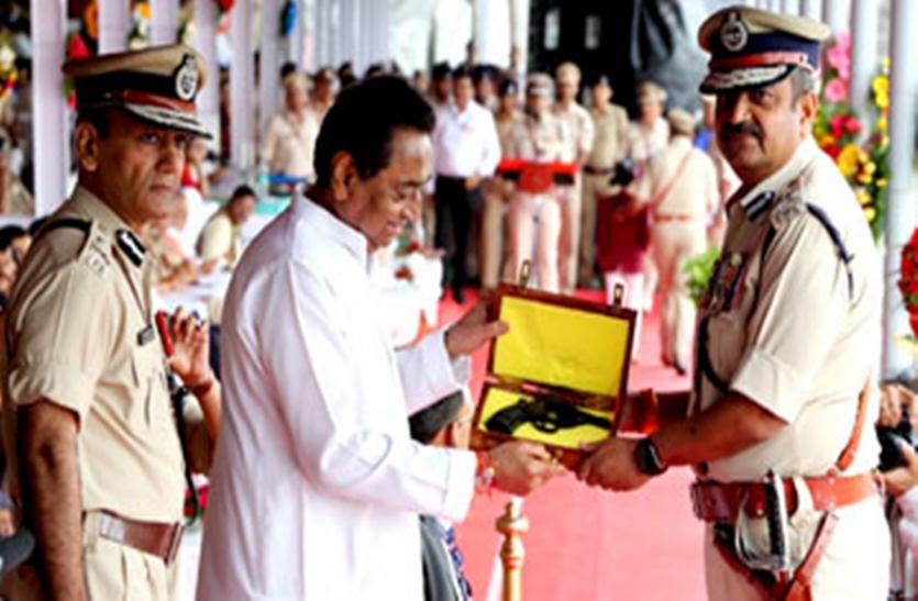 सीएम कमलनाथ ने मध्यप्रदेश के 63 अधिकारियों को राष्ट्रपति पदक से किया सम्मानित