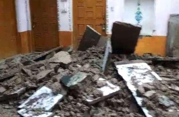 कुदरत का कहर : आकाशीय बिजली गिरने से मकान की टूटी पट्टियां
