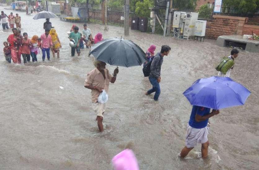 भारी बारिश ने मचाई जोधपुर में तबाही, पहाड़ से पत्थर गिरने से 2 बच्चों सहित 4 जने दबे