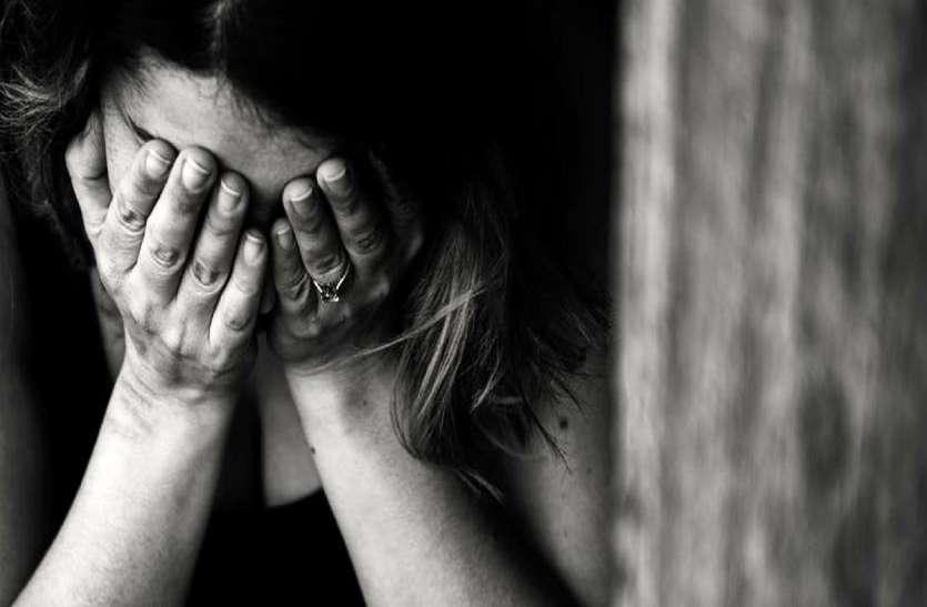 आए दिन दोस्त की इस हरकत से परेशान होकर युवती ने छत से लगाई छलांग, जानिये क्या हुआ इसके बाद