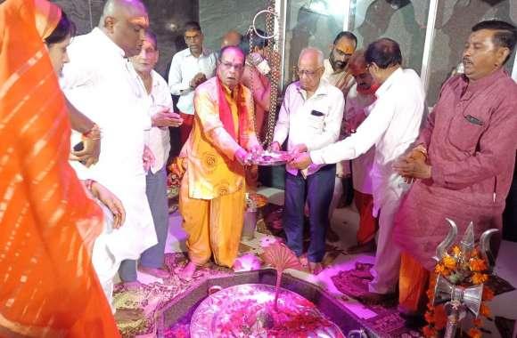 शिवडोला विशेष- तड़के चार बजे हुआ भगवान सिद्धनाथ का अभिषेक, 9 बजे गर्भगृह में हुई आरती