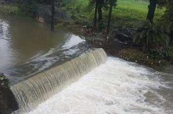 VIDEO माउंट आबू में साढ़े पांच इंच बारिश, जलस्रोतों में पानी की आवक जारी