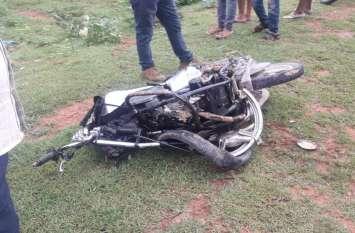 Breaking News- घर से 100 मीटर पहले खड़ी थी भाइयों की मौत, कार ने रौंदा