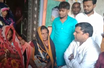 लड़की की मौत पर गरमाई सियासत, सपा एमएलसी पहुंचे पीड़ित परिवार के घर