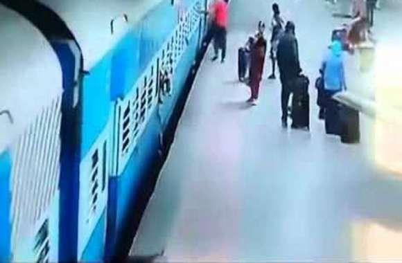 VIDEO युवक पर हमला कर गिरा दिया चलती ट्रेन से नीचे, पहले सिर पर मारा फिर....