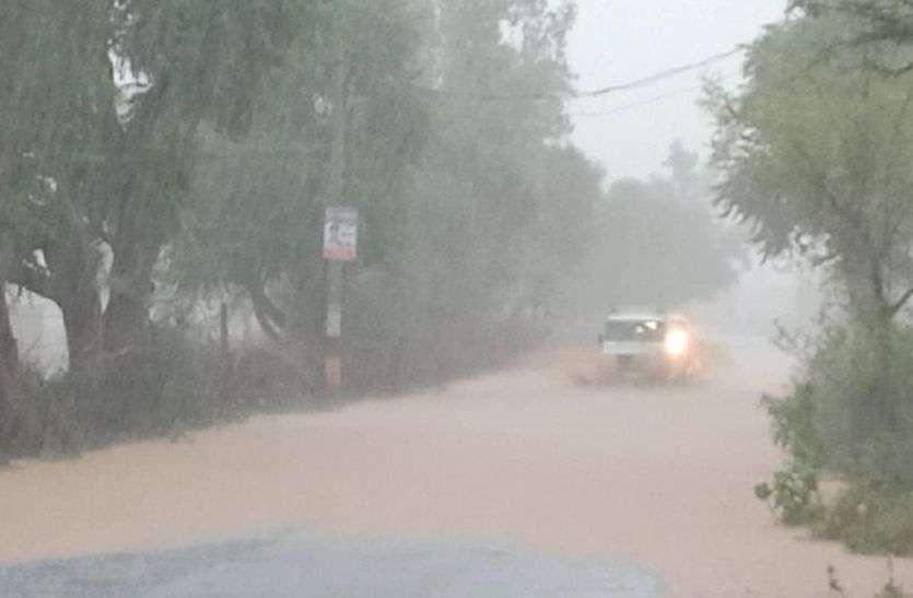 सीकर में लगातार भारी बारिश से कई इलाके पानी में डूबे, लोसल में हालात खराब, प्रशासन अलर्ट