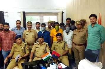 यूपी के इस जिले में पुलिस ने प्रतिबंधित हथियार के साथ 5 लोगों को किया गिरफ्तार, राजधानी में भी दिया था बड़ी वारदात को अंजाम, मचा हड़कंप