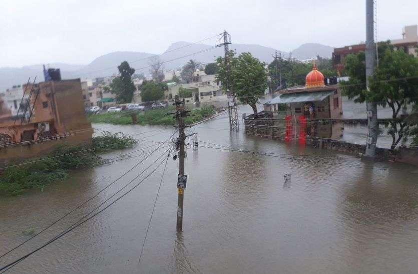 अजमेर जिले में बाढ़ जैसे हालात,नदी-नाले उफने,बस्तियां पानी से घिरी