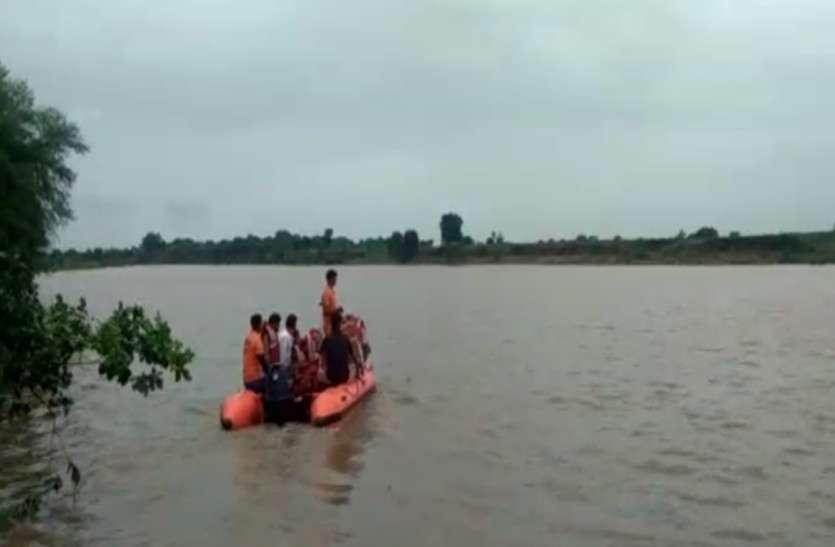 राजस्थान : भारी बारिश के चलते उफान पर नदियां,  टापू बने बारां के कई गांव, लोगों के सामने भोजन को लेकर खड़ा हुआ संकट