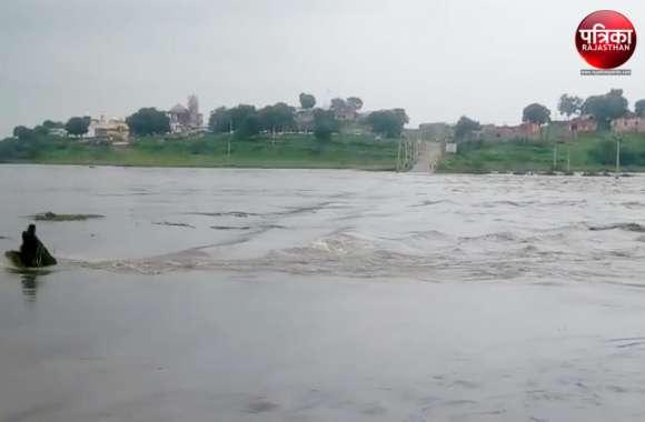 बेणेश्वर धाम तीन दिनों से टापू, त्रिवेणी में पानी की आवक होने से सम्पर्क कटा, 25 लोग फंसे
