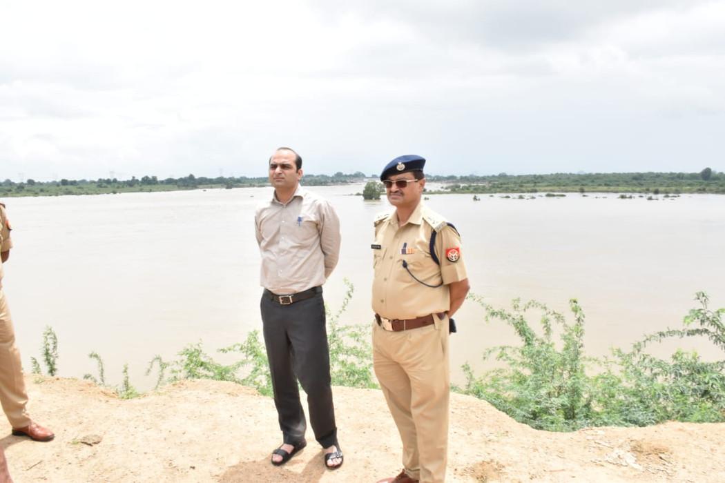 लगातार बारिश से नदियां उफान पर, नदी किनारे के 25 गांवों में अलर्ट